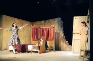 Спектакль «Запомните нас весёлыми (Барабанщица)» калужский тюз