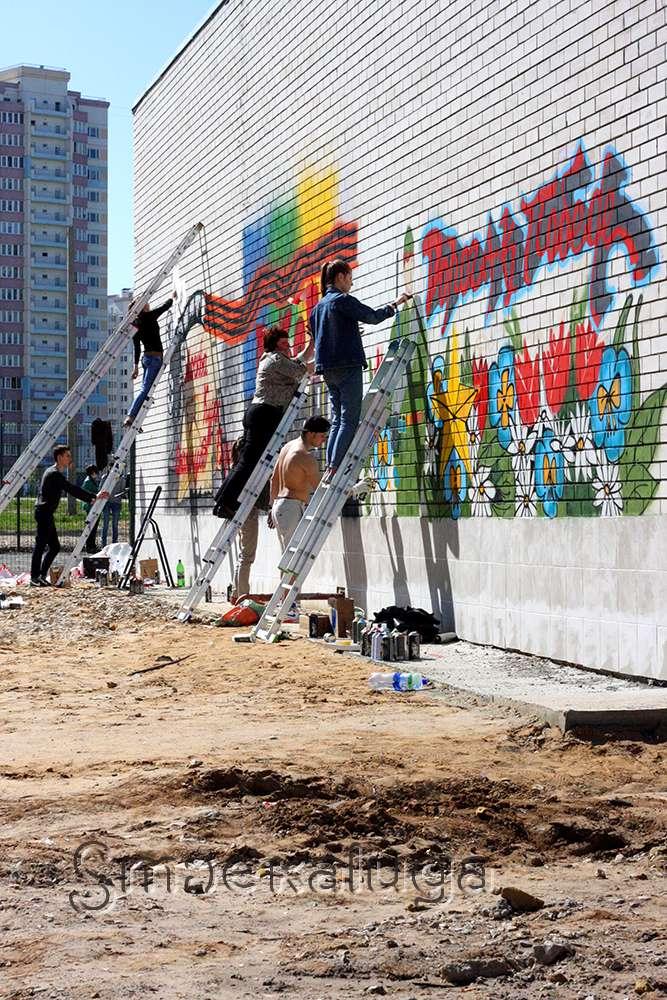 На Правобережье школьники и студенты нарисовали граффити, посвящённые Великой Отечественной войне