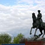 Памятник Г. К. Жукову на площади Победы калуга