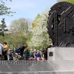 Памятник труженикам тыла со стороны улицы Московской калуга