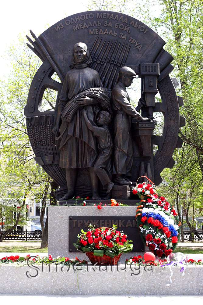 В сквере Воронина открыли Памятник труженикам тыла