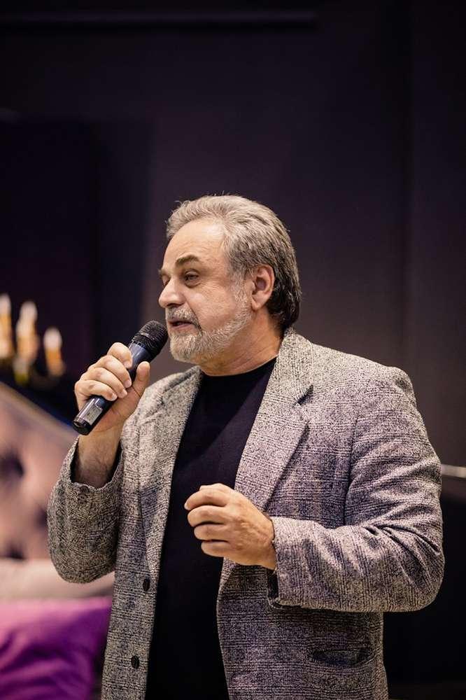Заслуженный артист России и художник Гарри Азатов представил своё живописное полотно «Арарат и Хор Вирап»