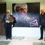 Ларри Корьелл и художник Михаил Самсонадзе (возле портрета Ларри Корьелла)
