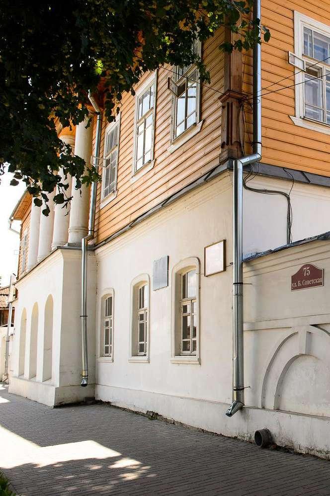В Козельском краеведческом музее открылась выставка картин Павла Рыженко