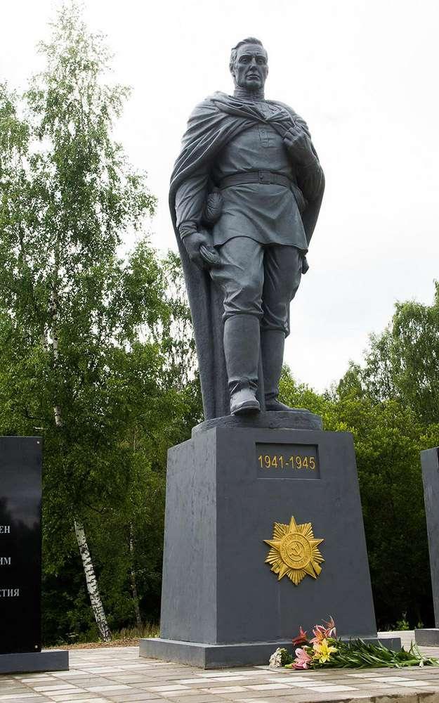 В районе деревни Цветовка открыли памятник Неизвестному солдату