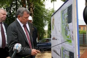 Анатолий Артамонов попросил расширить парковку