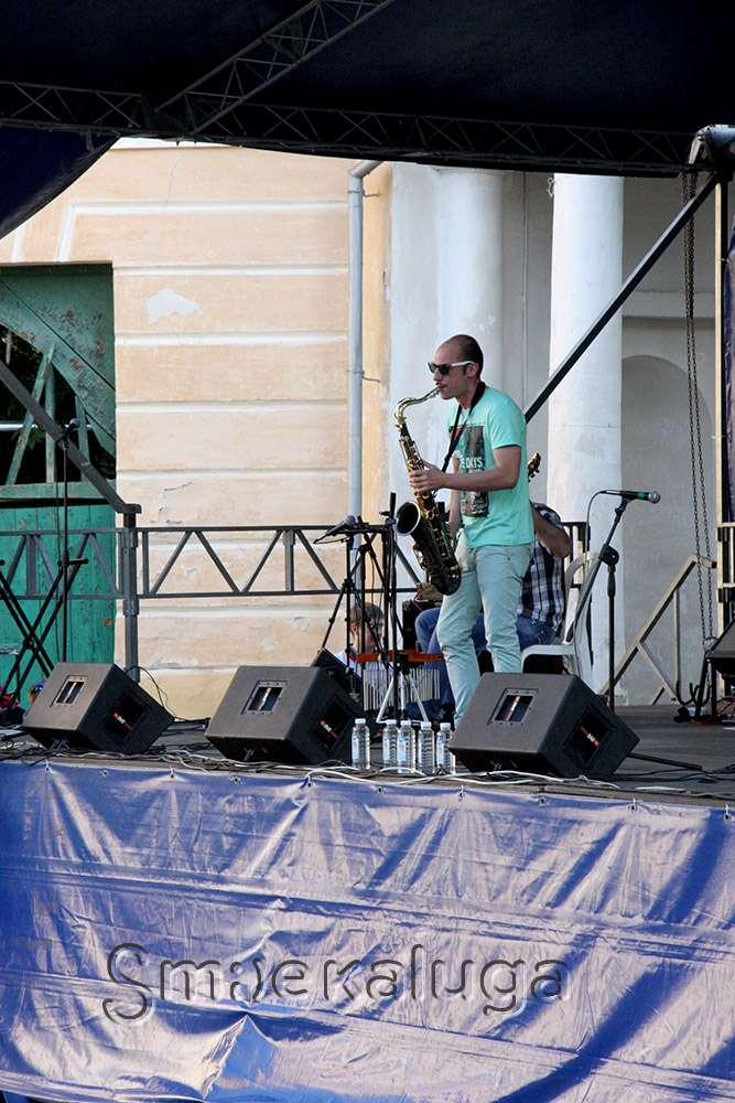 Впервые в России на «Летнем джеме» — 2015 выступила группа «The Jones Family Singers»