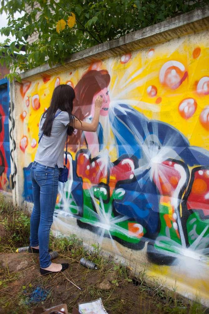 В Калуге в 5-ый раз прошёл фестиваль граффити: уличные художники раскрасили стены спорткомплекса «Труд»