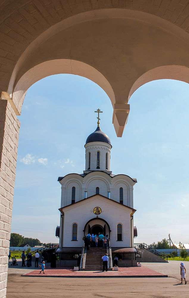 В селе Льва Толстого прошло освящение верхнего храма Владимирского скита