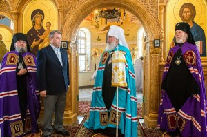 Митрополита поздравил Анатолий Артамонов калуга