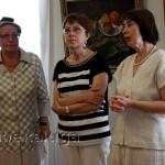 Слева направо: вдова художника Т. В. Дмитриева, директор музея Н. В. Марченко, куратор выставки И. В. Гужова калуга