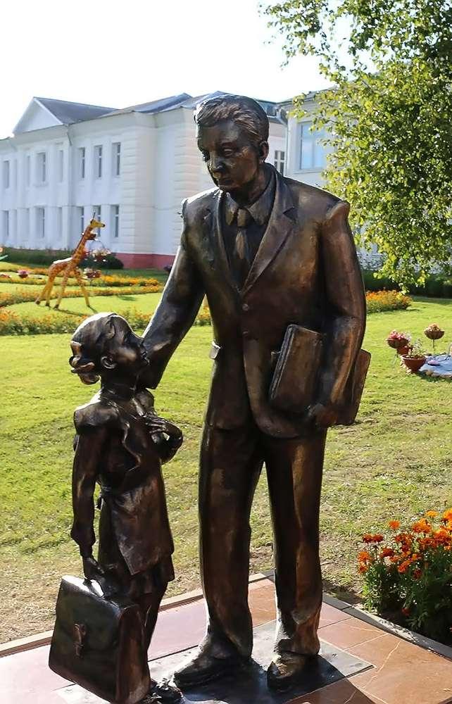 В посёлке Мятлево открыли памятник народному учителю РФ А. Ф. Иванову