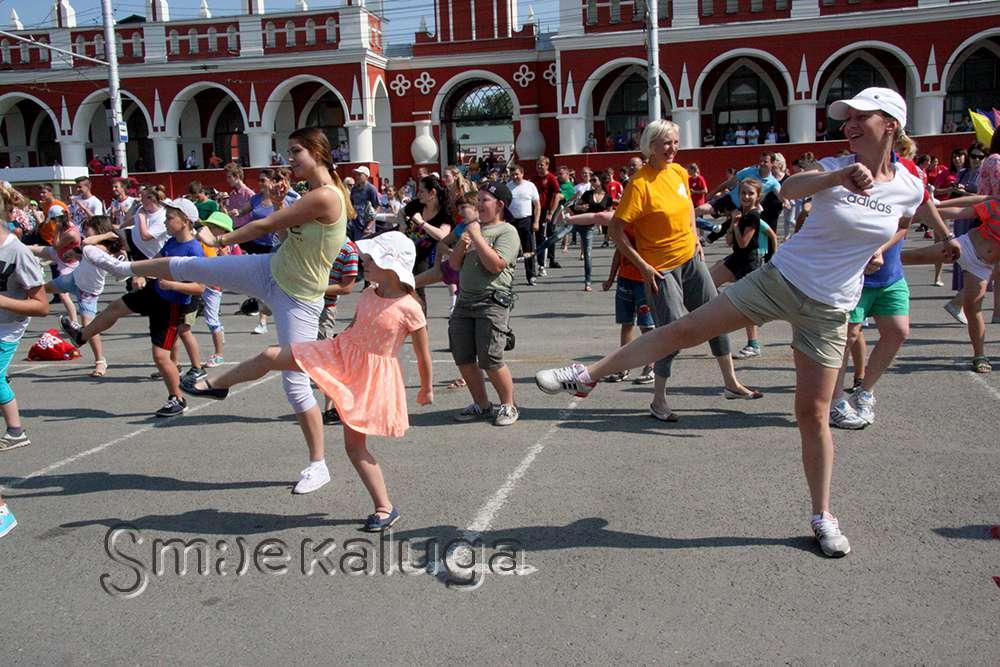 Летом в выходные в парке и на Театральной площади будут проходить массовые физзарядки