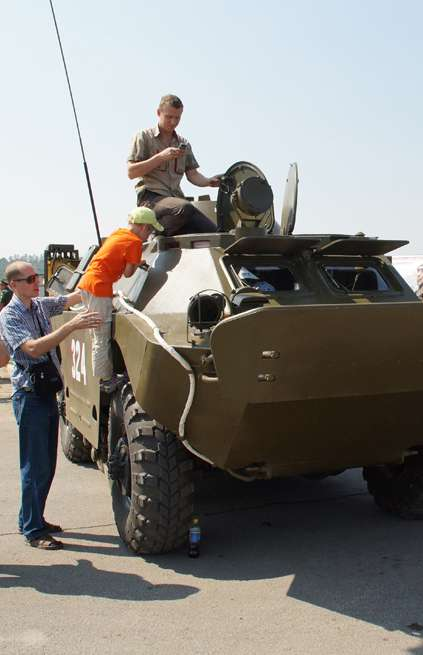 Козельская 28-я гвардейская ракетная дивизия провела в Калуге военное шоу