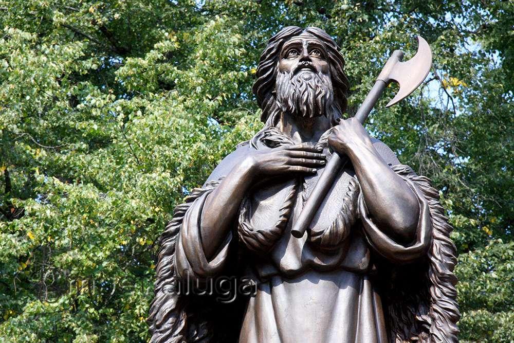 Памятник святому праведному Лаврентию Калужскому