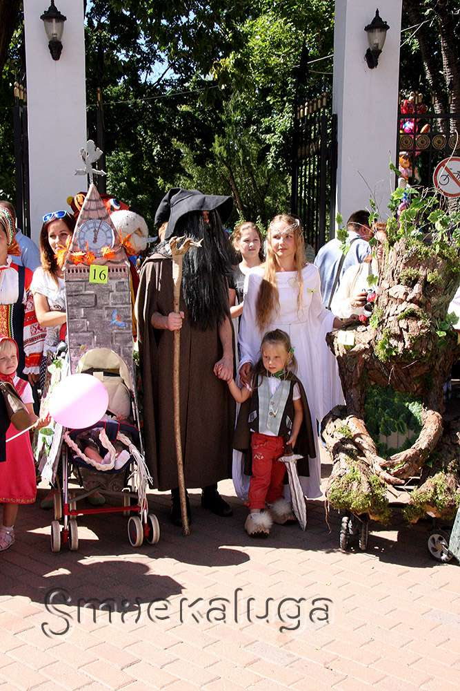 Победителями «Парада колясок – 2015» стали «Снежная королева» и герои из «Властелина Колец»