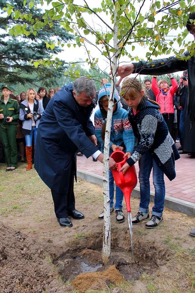 В рамках празднования 72-ой годовщины со дня освобождения Калужской области от немецко-фашистских захватчиков посажено Дерево Мира