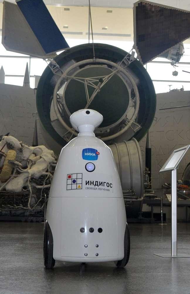 В Государственном музее истории космонавтики побывал робот «Индигос»