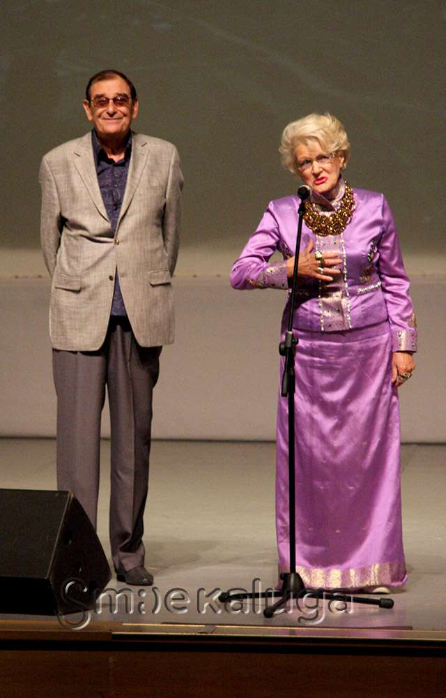 Народная артистка РФ Светлана Дружинина награждена юбилейной медалью «70 лет Калужской области»