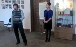 Станислав Степанов и куратор выставки Мария Забара калуга