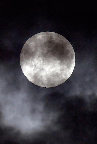 В ночь на 28 октября калужане наблюдали суперлуние