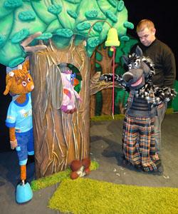 Кукольный спектакль «Волк и семеро козлят» в Калужском театре кукол