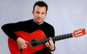 Херардо Нуньес Диас - испанский гитарист фламенко, композитор и аккомпаниатор. Обладатель двух премий «Хирардильо» как лучший гитарист фламенко. Его диски «Калима» и «Пути во времени» были отмечены испанской критикой как лучшие сольные альбомы гитары фламенко. Запись с Кармен Линарес «Букет безумия» в 2005 году получила премию Грэмми.