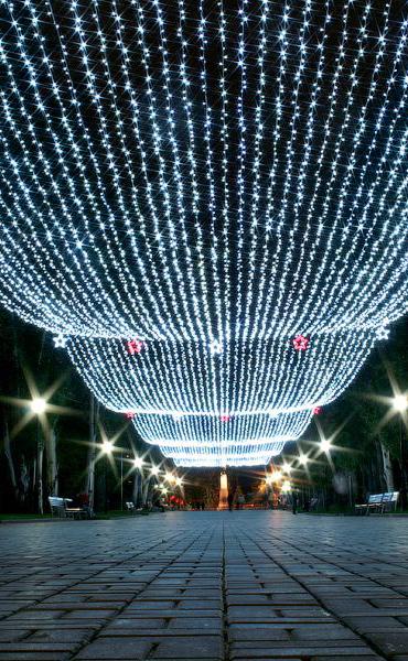 К Новому году на улице Кирова появится большая игрушка-шар, а аллею украсит «звёздное небо»