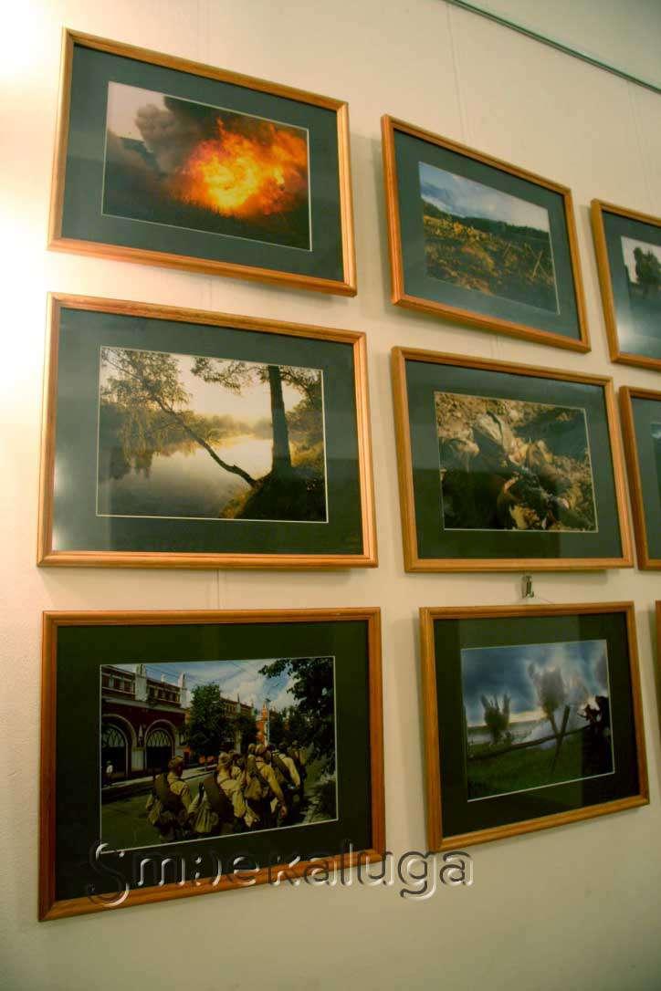 В фойе Дома музыки представлена фотовыставка «На линии огня»