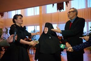 На открытии фестиваля. В центре - президент кинофестиваля монахиня София (Ищенко) калуга