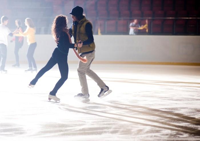 Калужан приглашают отметить День всех влюблённых на льду