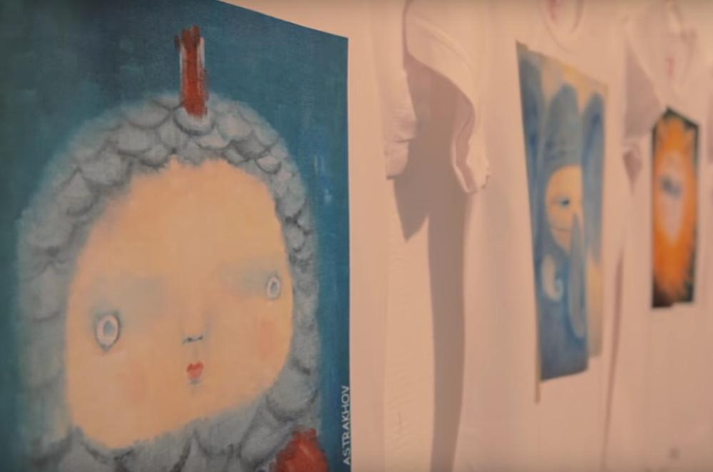 В галерее Дома музыки продолжается арт-проект Павла Астрахова «Детство»