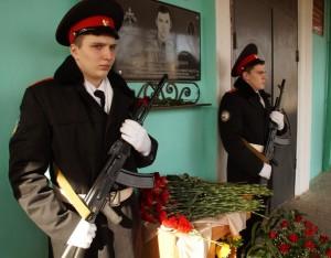 На церемонии открытия мемориальной доски калуга