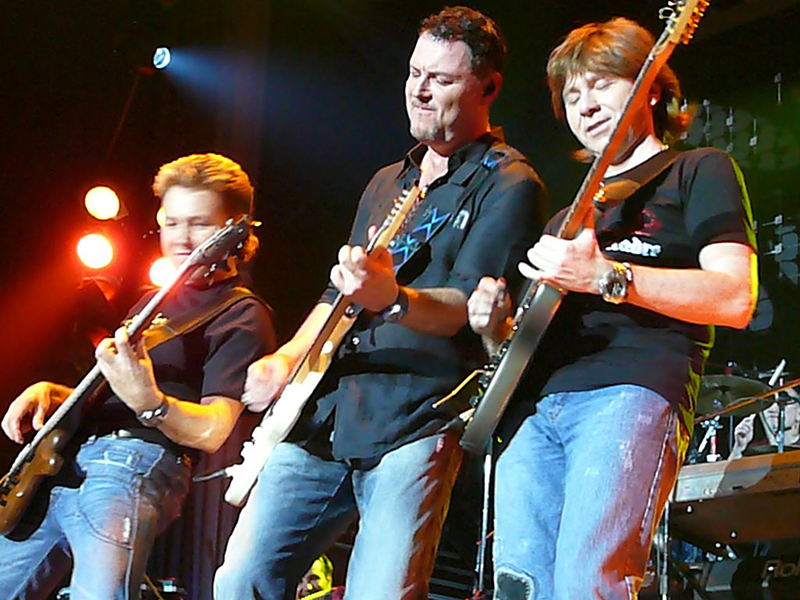 7 апреля в пабе Овертайм юбилейный концерт даст Максим Леонидов и группа HIPPOBAND