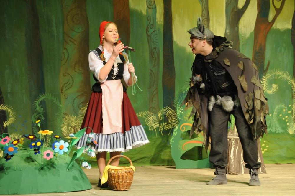 В Калужском ТЮЗе состоялась премьера современной сказки про Красную Шапочку