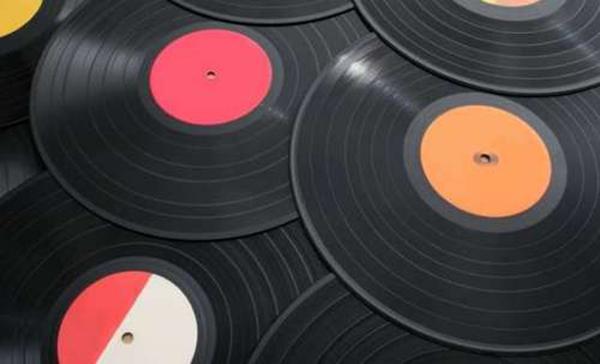 Калужскому «Рок-подвалу» подарили уникальную коллекцию виниловых пластинок из США