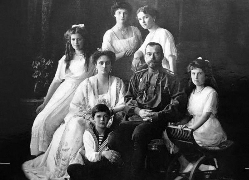В здании концертного зала им. С. И. Танеева работает выставка «Венценосная семья. Путь любви», посвящённая семье Николая II