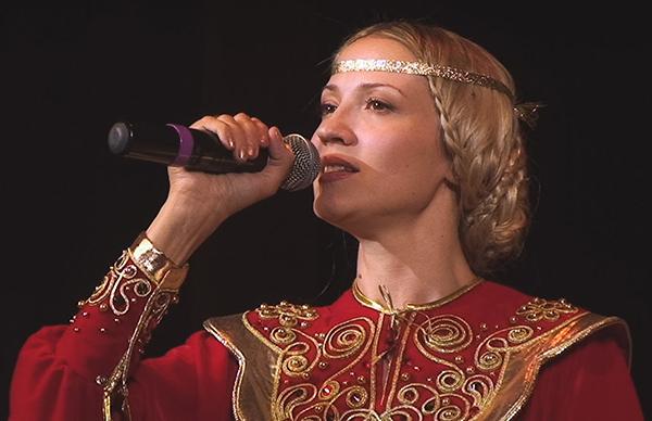 9 апреля в Калуге выступит исполнительница духовных песен и композитор Юлия Славянская