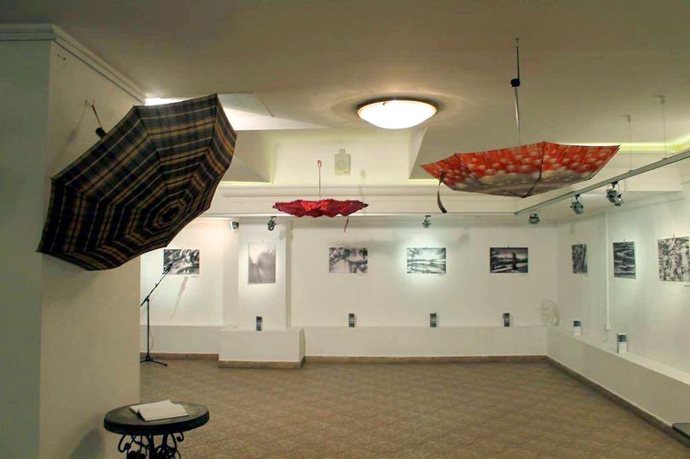 В галерее Дома музыки представлен фотопроект «Плывущий город» Дмитрия Нартуба