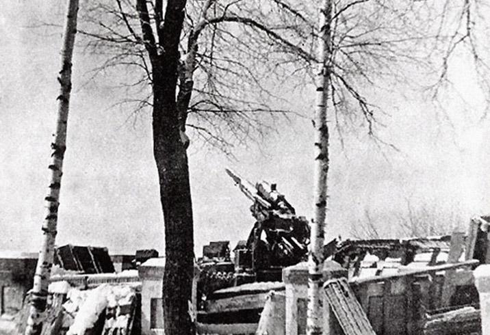 На аллее, ведущей к площади Победы, разместят проекции схем главных битв Великой Отечественной войны