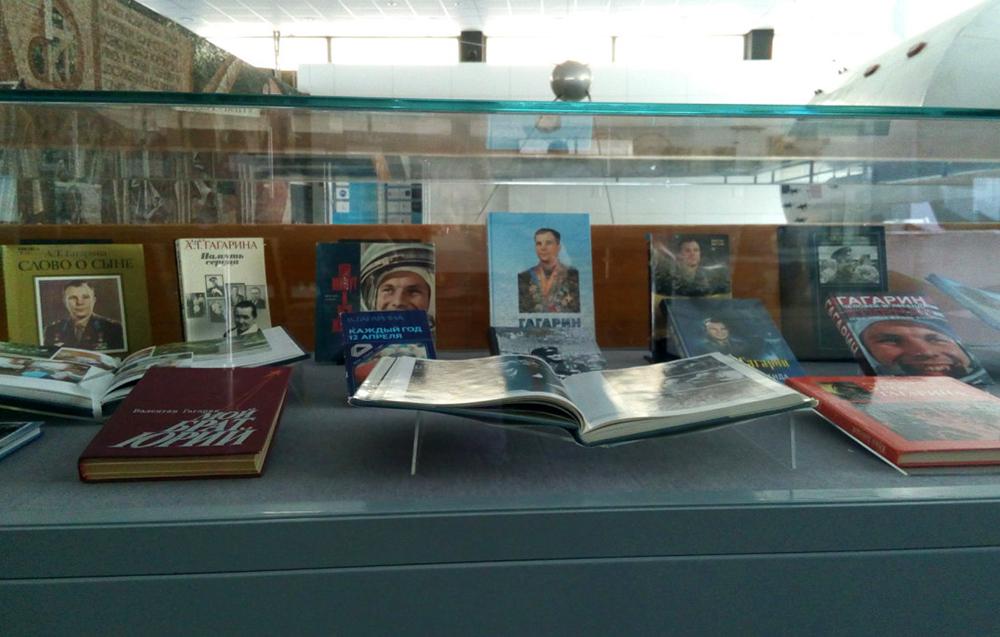 В Государственном музее истории космонавтики открылась выставка книг, посвящённых Юрию Гагарину