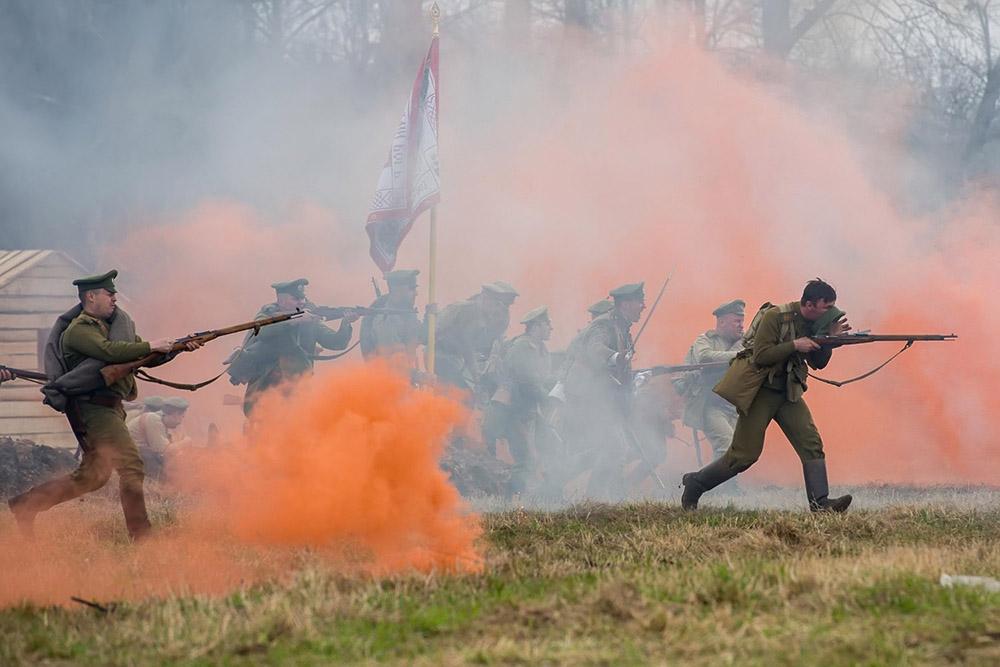 В Полотняном заводе прошёл военно-исторический фестиваль «Вспомним, братцы, россов славу»