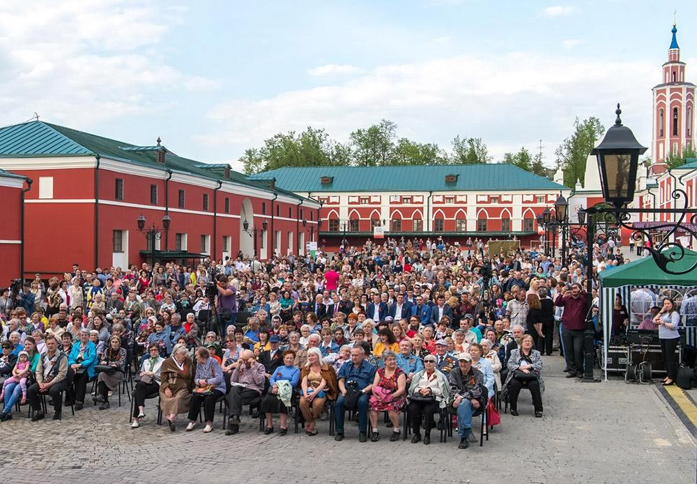 Во внутреннем дворике ансамбля Гостиного двора прошёл первый концерт, собравший более 1000 калужан