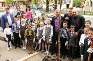 Ученики 1 «а» класса школы №15 собрали деньги на посадку своего собственного дерева калуга