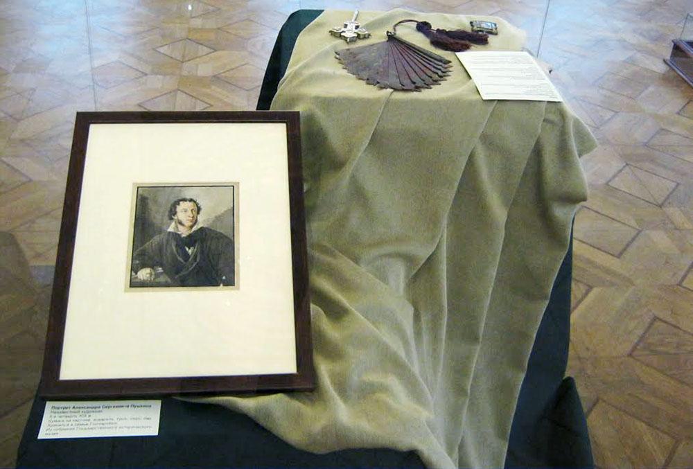 В музее-усадьбе «Полотняный Завод» открылась выставка мемориальных предметов семьи Гончаровых