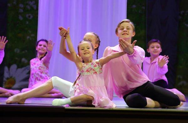 «DANCE ACADEMY» и «Калужский сувенир» приглашают на Хореографический сказ «Мечты в ладошках»