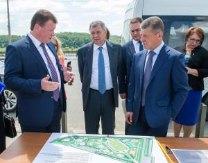 3 июня Калугу посетил вице-премьер правительства России Дмитрий Козак: он наряду с представителями власти Калужской области и города принял участие в калуге