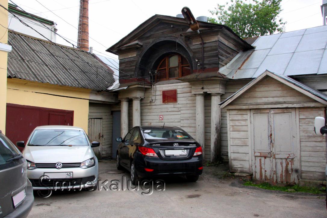 «Конюшни дома Кожевниковых» — сохранившийся образец деревянного гражданского зодчества в центре Калуги