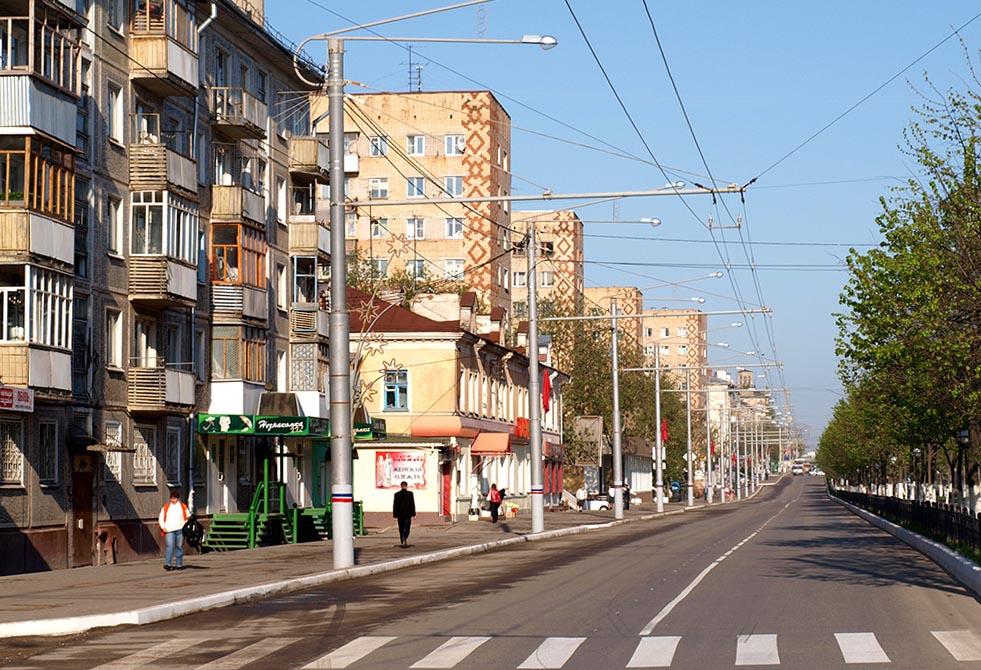 Кто украсил сюжетами старинной калужской перевити кирпичные дома на улице Кирова?