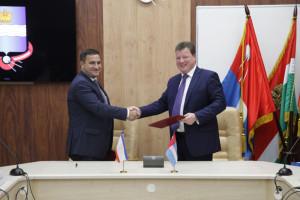 Подписание соглашения. Фото пресс-службы Городской управы г. Калуги калуга